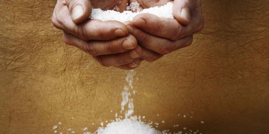 Как снять порчу и сглаз солью самостоятельно